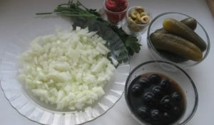 Onions, greens, pickles, black olives