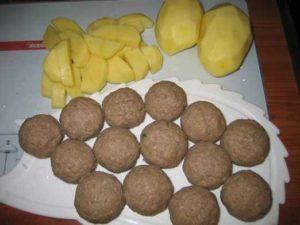 Potatoes and meatballs
